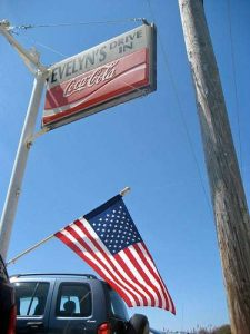 evelyns-drive-in-sign-tiverton-ri