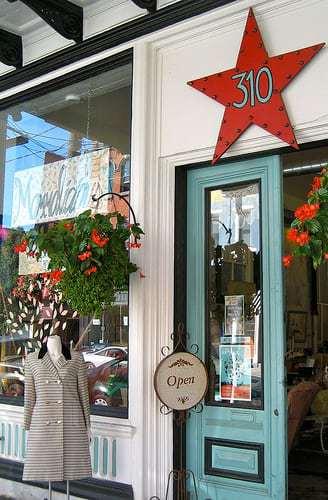 Mommalicious - A Fave Vintage Shop!