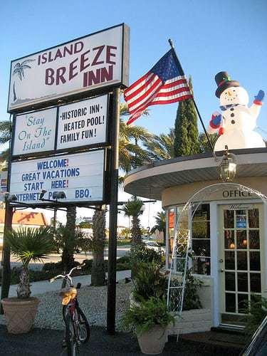 Island Breeze Inn - Stay in a Charming 1950's Motel