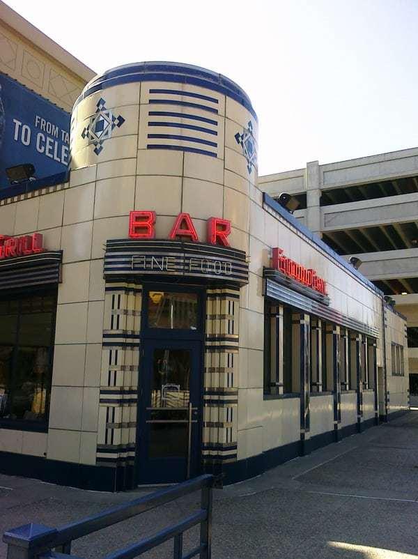 Elwood Bar & Grill