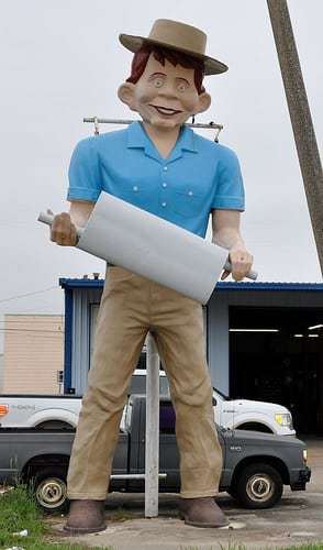 Have You Seen The Muffler Man? He Lives in Beaumont, TX